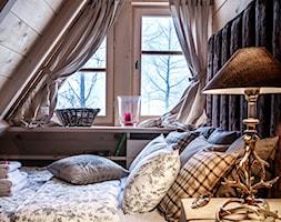 Chalet Nr 4 - Ornacki - Średnia brązowa sypialnia na poddaszu, styl rustykalny - zdjęcie od Górska Osada - Luxury Chalets in Tatra Mountains