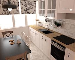 Rustykalna kuchnia w Warszawie - Mała zamknięta wąska biała kuchnia jednorzędowa z oknem, styl rustykalny - zdjęcie od Studio WYMIAR