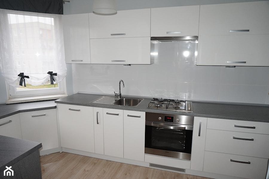 Białe meble kuchenne z blatem ciemny granit  zdjęcie od FILMAR meble -> Kuchnia Meble Biale
