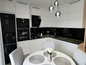 Biel i czerń - elegancja w kuchni