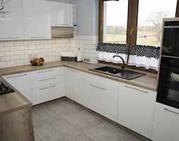 Kuchnia otwarta na salon - zdjęcie od FILMAR meble