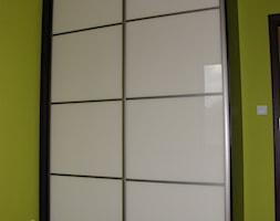 Biała szafa wnękowa lacobel - zdjęcie od FILMAR meble