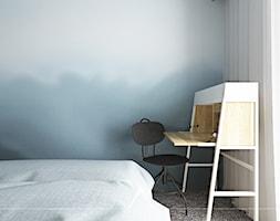 SYPIALNIA | MIESZKANIE 78m2 - Mała sypialnia małżeńska z balkonem / tarasem - zdjęcie od SYMETRIA | pracownia architektury