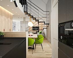 PROJEKT W17 etap I - Mała otwarta biała czarna kuchnia dwurzędowa w aneksie z oknem - zdjęcie od SYMETRIA | pracownia architektury - Homebook