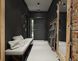 PROJEKT INDUSTRIALNO-RUSTYKALNY 55m2 - Duży czarny hol / przedpokój, styl industrialny - zdjęcie od SYMETRIA | pracownia architektury