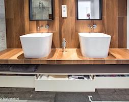 naturalnie i trochę surowo...realizacja 2014 - Średnia biała brązowa szara łazienka, styl minimalistyczny - zdjęcie od MANUstudio • projektowanie wnętrz