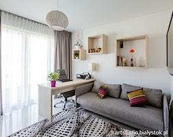 nowocześnie dla rodziny - Średnie białe biuro domowe kącik do pracy w pokoju, styl nowoczesny - zdjęcie od MANUstudio • projektowanie wnętrz