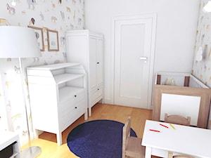 Granatowy akcent - Mały biały szary pokój dziecka dla chłopca dla dziewczynki dla ucznia dla niemowlaka, styl skandynawski - zdjęcie od WOJSZ studio