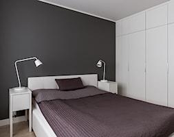 Realizacja - Czysty minimalizm - Mała szara sypialnia małżeńska, styl nowoczesny - zdjęcie od WOJSZ studio - Homebook