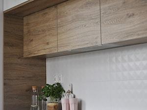 Mieszkanie Kraków,50m2. Realizacja - Mała otwarta kuchnia w kształcie litery l jednorzędowa, styl skandynawski - zdjęcie od STUDIO PNIAK