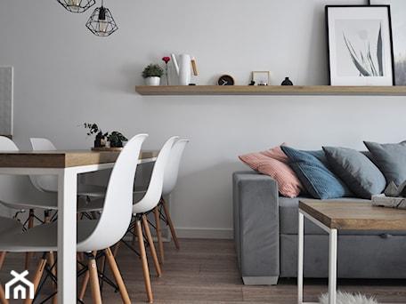 Aranżacje wnętrz - Jadalnia: Półka nad sofą - STUDIO PNIAK . Przeglądaj, dodawaj i zapisuj najlepsze zdjęcia, pomysły i inspiracje designerskie. W bazie mamy już prawie milion fotografii!