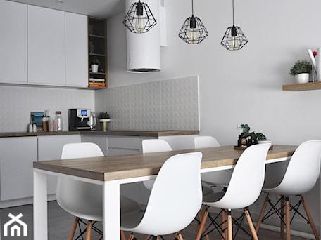 Aranżacje wnętrz - Jadalnia: Stół z metalową konstrukcją - STUDIO PNIAK . Przeglądaj, dodawaj i zapisuj najlepsze zdjęcia, pomysły i inspiracje designerskie. W bazie mamy już prawie milion fotografii!