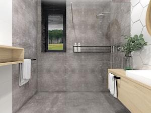 Dom 120m2,Brzezie - Mała biała szara łazienka w bloku w domu jednorodzinnym z oknem, styl rustykalny - zdjęcie od STUDIO PNIAK