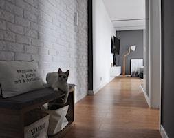 Mieszkanie Kraków,50m2. Realizacja - Średni biały szary hol / przedpokój, styl skandynawski - zdjęcie od STUDIO PNIAK