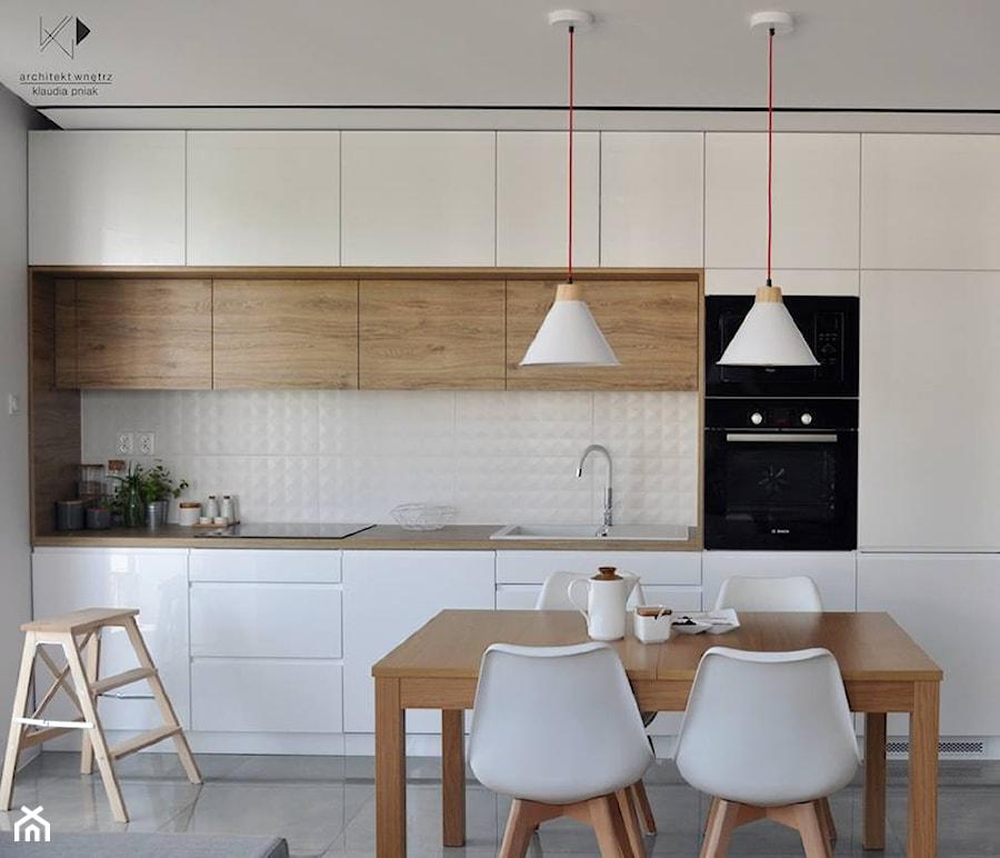 mieszkanie krak w 50m2 realizacja rednia otwarta bia a jadalnia w kuchni styl nowoczesny. Black Bedroom Furniture Sets. Home Design Ideas