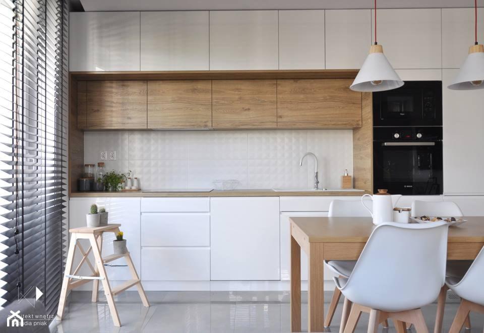 Mieszkanie Kraków,50m2. Realizacja - Mała otwarta biała kuchnia jednorzędowa w aneksie, styl nowoc ... - zdjęcie od STUDIO PNIAK - Homebook