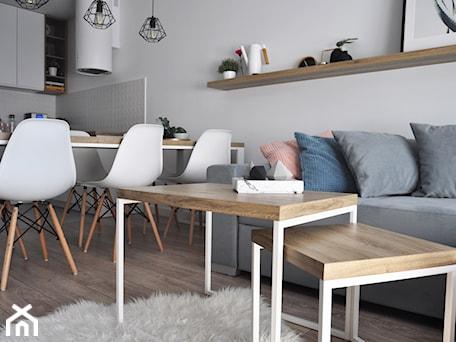Aranżacje wnętrz - Salon: Drewno w salonie - STUDIO PNIAK . Przeglądaj, dodawaj i zapisuj najlepsze zdjęcia, pomysły i inspiracje designerskie. W bazie mamy już prawie milion fotografii!