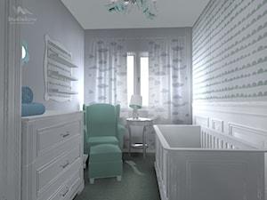 Pokój niemowlęcia Ines - Mały biały szary pokój dziecka dla chłopca dla dziewczynki dla niemowlaka, styl klasyczny - zdjęcie od StudioBarw