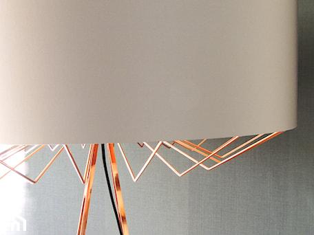 Aranżacje wnętrz - Salon: lampa LUX - Valevsky Home Jewerly. Przeglądaj, dodawaj i zapisuj najlepsze zdjęcia, pomysły i inspiracje designerskie. W bazie mamy już prawie milion fotografii!