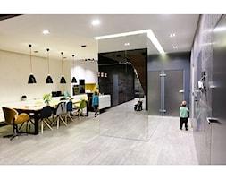 ARANŻACJA wnętrz - Milanówek - Duża otwarta beżowa jadalnia w kuchni, styl industrialny - zdjęcie od katarzyna kmita / ARCHITEKT