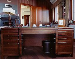 Gabinet z biurkiem drewnianym - zdjęcie od Manufaktura WIRCHOMSKI