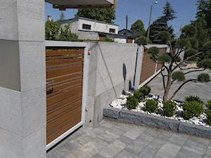 nowoczesne ogrodzenia - zdjęcie od LAKATE Sp.z.o.o BRAMY I OGRODZENIA