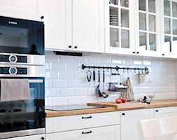 Realizacja mieszkania w stylu rustykalnym - Średnia kuchnia jednorzędowa, styl rustykalny - zdjęcie od Eno Design - Homebook
