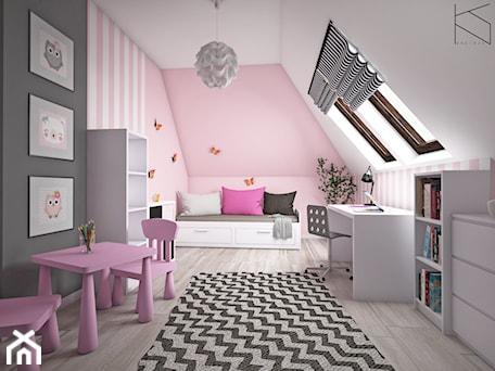 Aranżacje wnętrz - Pokój dziecka: Pokój dziewczynki - Średni biały różowy pokój dziecka dla dziewczynki dla ucznia dla malucha, styl tradycyjny - KN.wnętrza. Przeglądaj, dodawaj i zapisuj najlepsze zdjęcia, pomysły i inspiracje designerskie. W bazie mamy już prawie milion fotografii!