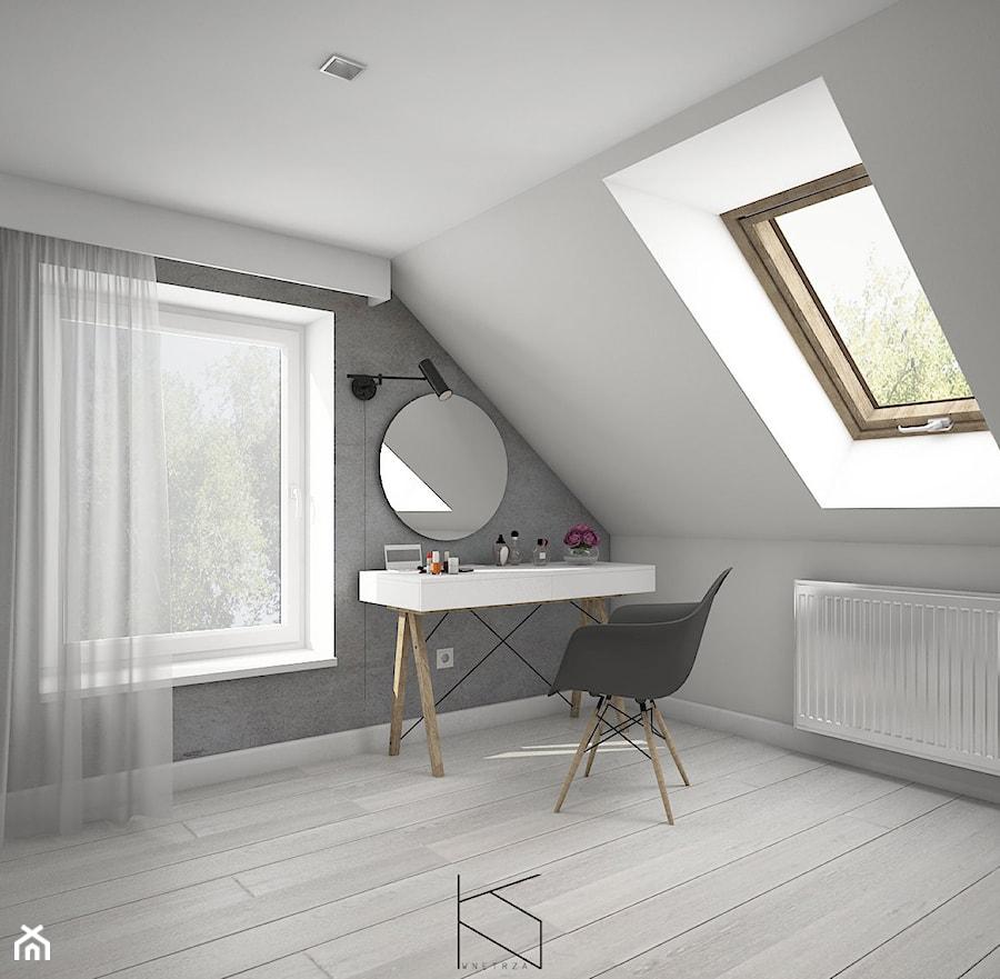 Długa i wąska sypialnia na poddaszu, Żuków k/Nowego Miasteczka/ wersja 1 - Średnia biała szara sypialnia na poddaszu, styl skandynawski - zdjęcie od KN.wnętrza