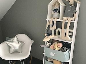 Domek Lalalulu - Mały szary czarny pokój dziecka dla chłopca dla dziewczynki dla malucha, styl skandynawski - zdjęcie od lalalulu