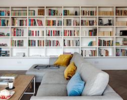 WILANÓW - Duży salon z bibiloteczką, styl skandynawski - zdjęcie od PINKMARTINI - Homebook