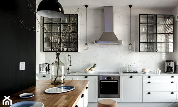 lampy wiszące nad blatami w kuchni