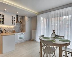 Apartament do wynajęcia Gdańsk - Średnia otwarta szara kuchnia w kształcie litery l z oknem, styl s ... - zdjęcie od Vprojekt design by Weronika - Homebook