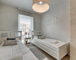 Apartament do wynajęcia Gdańsk - Średnia biała sypialnia dla gości, styl skandynawski - zdjęcie od Vprojekt design by Weronika - Homebook