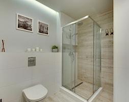 Apartament do wynajęcia Gdańsk - Mała szara łazienka w bloku w domu jednorodzinnym bez okna, styl s ... - zdjęcie od Vprojekt design by Weronika - Homebook