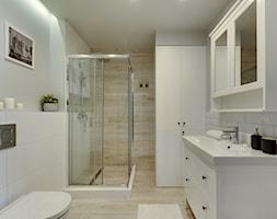 Apartament do wynajęcia Gdańsk - Mała biała szara łazienka w bloku w domu jednorodzinnym bez okna, ... - zdjęcie od Vprojekt design by Weronika - Homebook