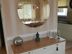 dom - Biały pomarańczowy salon z kuchnią z jadalnią, styl włoski - zdjęcie od lorenc agnieszka