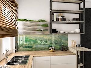 MAŁA KUCHNIA - Mała otwarta biała kuchnia w kształcie litery l z oknem - zdjęcie od Sylwia Drążczyk