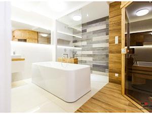Łazienka - Średnia biała łazienka na poddaszu w bloku w domu jednorodzinnym bez okna, styl nowoczesny - zdjęcie od MS-Meble Małyjurek