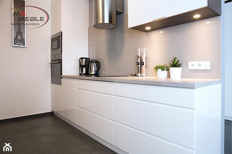 Biała, wąska kuchnia  Katowice  Mała otwarta kuchnia   -> Kuchnia Otwarta Katowice Menu