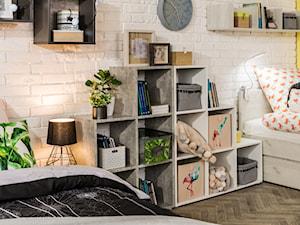 Pokój dziecka i nastolatka - Średni biały żółty pokój dziecka dla chłopca dla dziewczynki dla rodzeństwa dla malucha dla nastolatka, styl eklektyczny - zdjęcie od Salony Agata