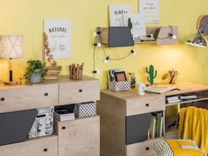 Pokój dziecka i nastolatka - Mały żółty pokój dziecka dla chłopca dla ucznia dla nastolatka, styl tradycyjny - zdjęcie od Salony Agata