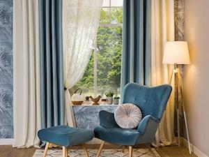 Przytulny salon - Średni beżowy niebieski salon, styl skandynawski - zdjęcie od Salony Agata