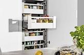 funkcjonalne wysokie szuflady kuchenne
