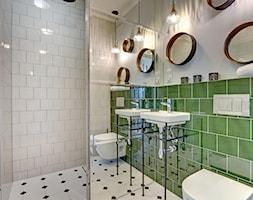 Łazienka - Mała biała zielona łazienka na poddaszu w bloku w domu jednorodzinnym bez okna - zdjęcie od Pro-Plan-Foto