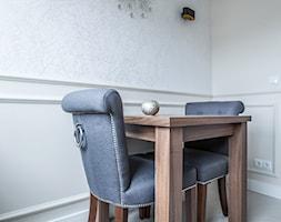 Mieszkanie Glamour Gdańsk Oliwa - Mała zamknięta biała szara jadalnia jako osobne pomieszczenie - zdjęcie od Mika Szymkowiak Fotografia