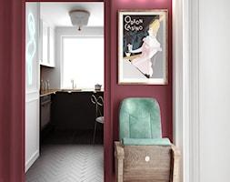 #12 Mieszkanie we Wrocławiu - Mały czerwony hol / przedpokój, styl nowoczesny - zdjęcie od BOLD Design