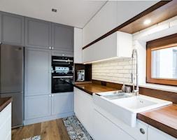 Woronicza - Średnia otwarta zamknięta kuchnia w kształcie litery g, styl eklektyczny - zdjęcie od Qbik Design