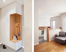 Mały beżowy hol / przedpokój, styl nowoczesny - zdjęcie od Qbik Design