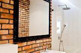 Ceglana łazienka - zdjęcie od Qbik Design - Homebook